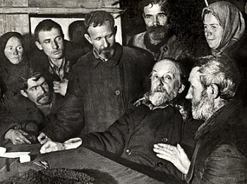 """K. E. Tsiolkovsky talks with the collective farmers after his lecture """"When the Sun goes out"""". The village of Ugra, December 2, 1934 