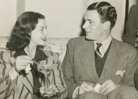 """Photo Vivien Leigh with Laurence Olivier in Atlanta at the premiere of """"Gone with the wind,"""" 1939. (Bettmann 