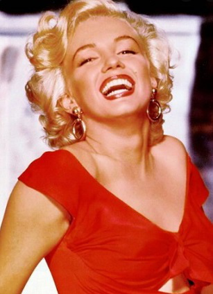 Photo of a smiling Marilyn Monroe | Hobby Keeper Articles