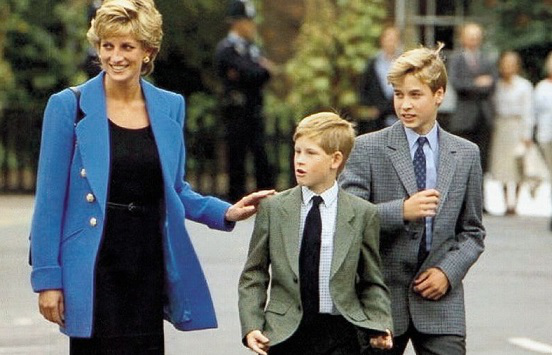 Photo Diana and her sons   Hobby Keeper Articles