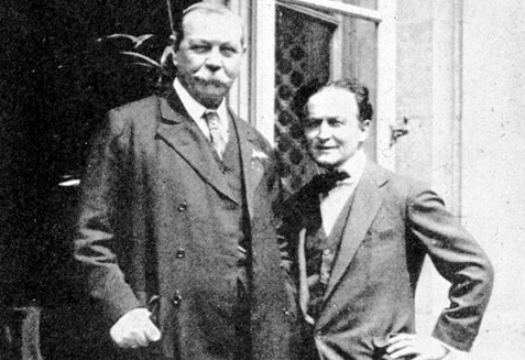 Photo of Houdini and Arthur Conan Doyle | Hobby Keeper Articles
