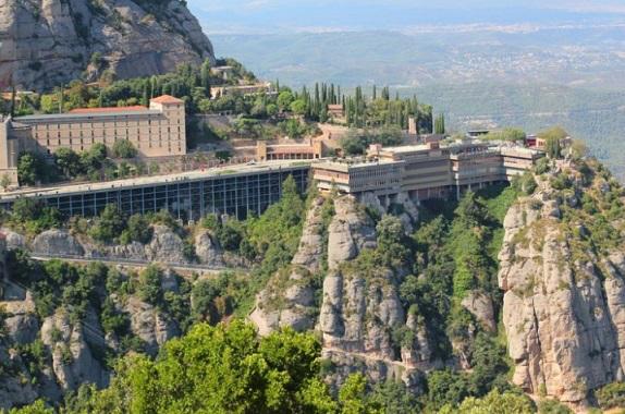 Benedictine monastery in the beautiful mountain area of Montserrat | Hobby Keeper Articles