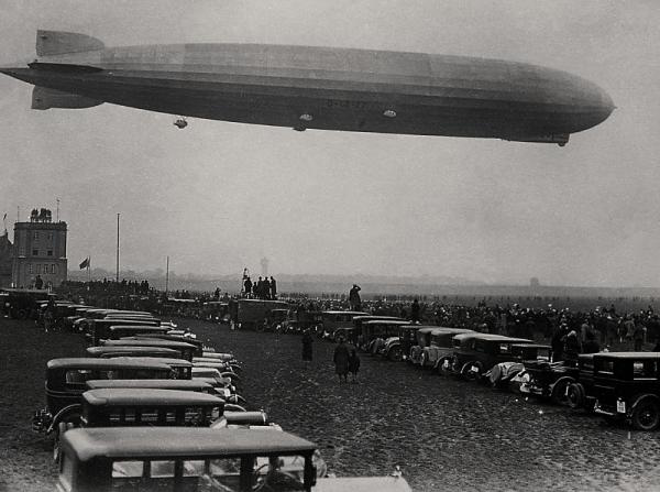 Photo Graf Zeppelin over red Square | Hobby Keeper Articles