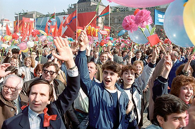 Soviet citizens at a demonstration | Hobby Keeper Articles