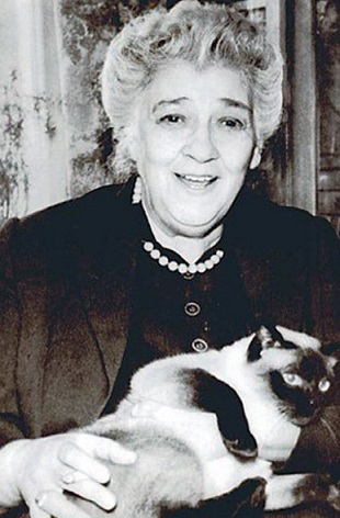 Photo of Ranevskaya with a cat | Hobby Keeper Articles