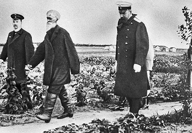 Photo Stolypin inspects farm gardens, 1910 | Hobby Keeper Articles