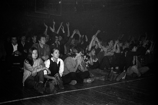 At the concert In. Tsoi   Hobby Keeper Articles