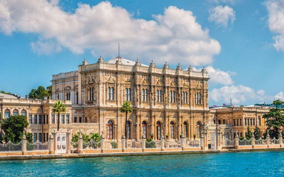 Dolmabahce Palace | Hobby Keeper Articles
