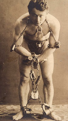 Photo G. Houdini before performing the escapology act, 1899 | Hobby Keeper Articles