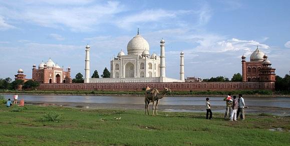 Taj Mahal on the coast of the jamna river | Hobby Keeper Articles
